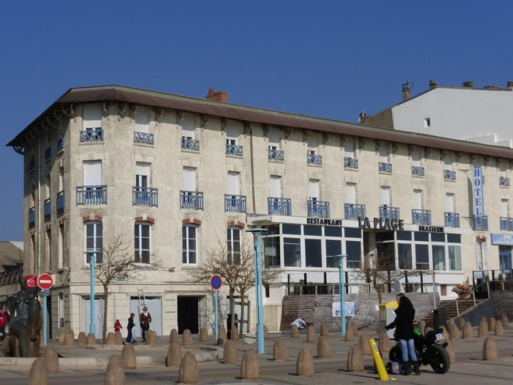 hotel de la plage vue de St Jean de Monts