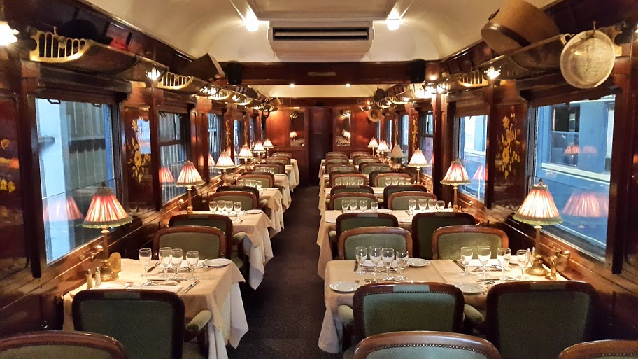 interieur-wagon-restaurant-orient-express-vendee
